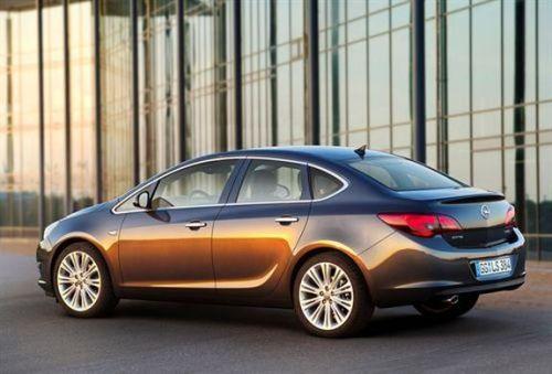 Opel-Astra-sedan-2