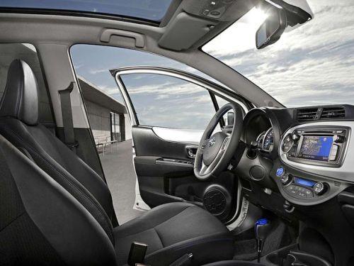 Toyota-Yaris-hybrid-interior