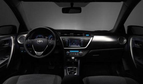 Toyota-Auris-2013-int2