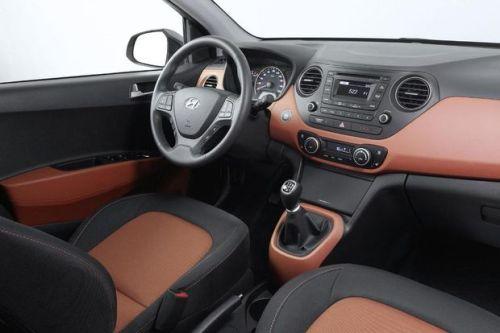 Hyundai-i10-2014-int